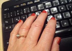 Hand auf Tastatur