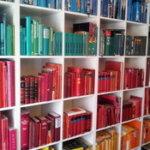 Bücherwand als Ordnungs-Sinnbild